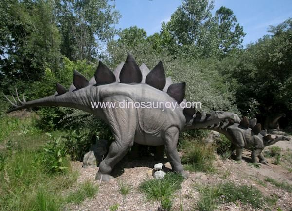 DWD1443-Stegosaurus-with-one-baby