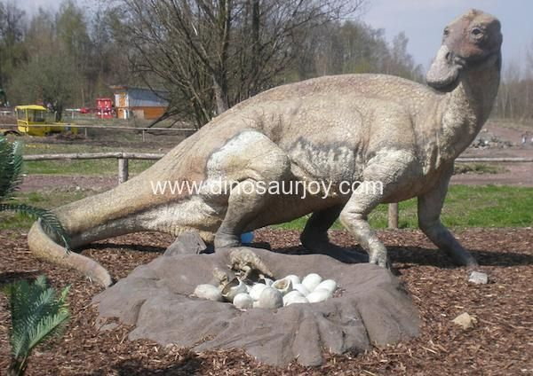 DWD1499 Maiasaura with baby nest
