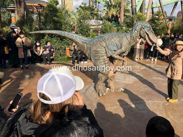 Velociraptor-costume